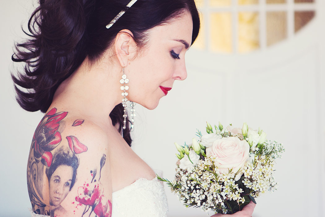 Brautdessous Foto - Braut mit Strauß