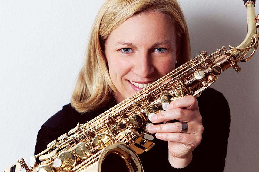 Business Foto - Musikerin mit Saxofon