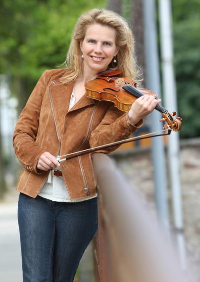 Business Foto - Musikerin mit Geige