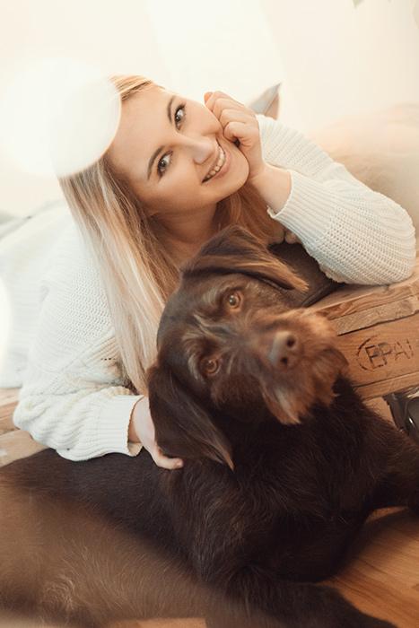 Frau, Hund