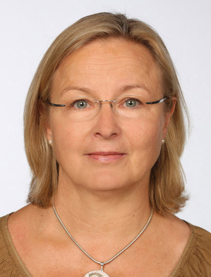 Das Bild der Kategorie Passbilder zeigt eine Frau in den Maßen eines biometrischen Passbildes.
